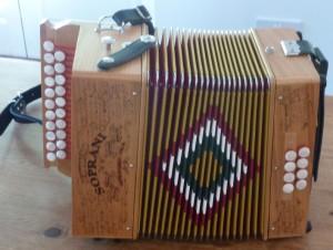 Désynchroniser les deux mains à l'accordéon.