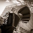 Apprendre l'accordéon diatonique seul.